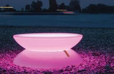15 Examples Of Modern And Beautiful Pink Furniture And Furnishings Pink Bathtub, Pink Tub, Glass Bathtub, Tropical Furniture, Pink Furniture, Lawn Furniture, Furniture Design, Outdoor Furniture, Room Interior