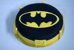 Tarta Batman. Con el símbolo del caballero de la noche. La más rica de Gotham City.