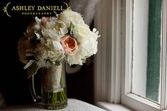 ©Ashley Daniell Photography; Flowers by Missy Gunnels Flowers