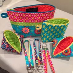 Ideias para bolsas one zip - Becca Bags sewing pattern from Lazy Girl Designs Bag Sewing Pattern, Bag Patterns To Sew, Sewing Patterns Free, Free Sewing, Easy Patterns, Sewing Hacks, Sewing Tutorials, Sewing Crafts, Sewing Tips