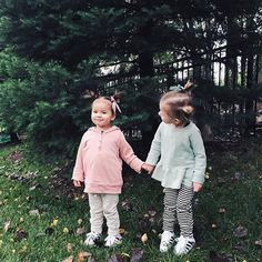 I feel like I've seen these cute besties holding hands in childhoods for years now (even though they can't be much older than 2 😍). Thank you @ashwisdom + @sa_anderson for sharing these sweet captures of your little minis! #mychildhoods #childhoodsclothing