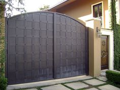 CUSTOM IRON FENCE GATE » Fencing