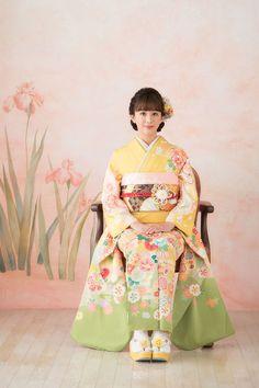 らかんスタジオ Laquanstudio forkids 写真館 フォトスタジオ 成人式 成人記念 成人式ヘア 振袖 ヘアメイク Japanese Costume, Japanese Kimono, Japanese Girl, Kimono Design, Japan Woman, Oriental, Japanese Characters, Kimono Dress, Japanese Beauty