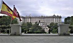 El Palacio Real desde el Teatro de la Opera en la Plaza de Oriente (Madrid)
