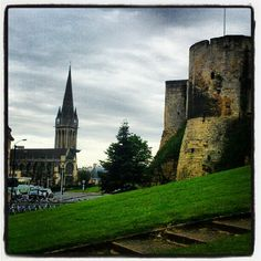 In Caen. Saint Pierre Church and a piece of Guillaume le Conquérant's Castle! William The Conqueror, Everything And Nothing, Being In The World, Ancestry, Barcelona Cathedral, Castles, Places Ive Been, Trips, France