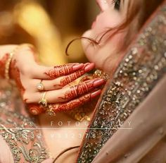 The Girls Studio. Not All Jewelry Is Expensive And Out Of Reach. Indian Bridal Photos, Bridal Pictures, Stylish Mehndi Designs, Henna Designs, Pakistan Bridal, Hand Pictures, Hand Pics, Luxury Wedding Decor, Bridal Photoshoot