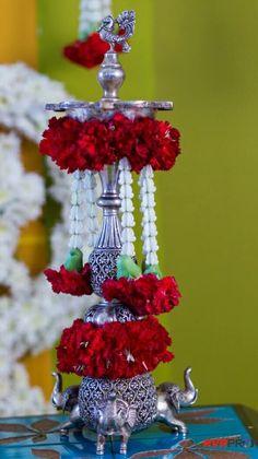 Housewarming Decorations, Diy Diwali Decorations, Wedding Stage Decorations, Flower Decorations, Backdrop Decorations, Indonesian Decor, Silver Pooja Items, Flower Rangoli, Marriage Decoration