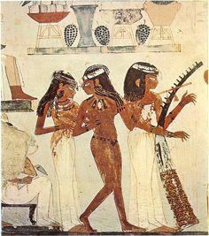 Les vêtements des anciens Egyptiens étaient avant tout fonctionnels et adaptés au climat, destinés les protéger de la chaleur et de la brûlure du soleil. Le lin était l'étoffe privilégiée, considéré comme plus sain et plus facile à entretenir que le coton....