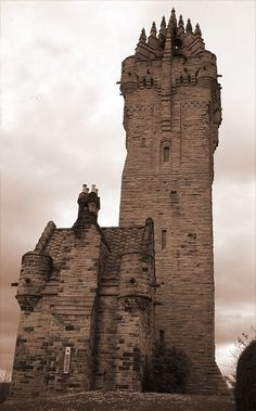 William Wallace monument in Stirling, Scotland. So beautiful!!