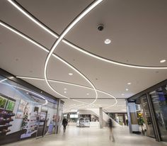 Das gerber - hatec gesellschaft für lichttechnik mbh very ni Mall Design, Lobby Design, Linear Lighting, Lighting Design, Home Ceiling, Ceiling Lights, Plafond Staff, Shopping Mall Interior, Plafond Design