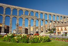 Segovia Aqueduct, Spain: Built between AD 98- 117, this Roman aqueduct carried water 10 miles into the heart of Segovia, Spain. It is one of the best-preserved works of Roman engineering
