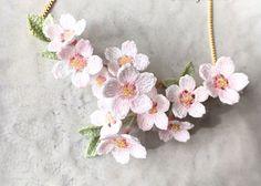 Изящное вязание крючком от японской мастерицы Lunarheavenly... Сказать, что это выглядит потрясающе, значит ничего не сказать!