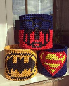 think it might be knitted! - Be Batman - Ideas of Be Batman - think it might be knitted! Crochet Cup Cozy, Crochet Bowl, Cute Crochet, Crochet Crafts, Yarn Crafts, Yarn Projects, Crochet Projects, Diy Crochet Basket, Cotton Cord
