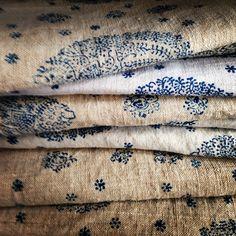 Love this block print Envers du Decor Motifs Textiles, Textile Fabrics, Vintage Textiles, Textile Art, Vintage Linen, Print Fabrics, Indian Textiles, Vintage Type, Vintage Sheets
