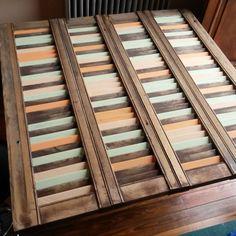 Postigo de madera colorido
