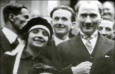 Ferdane (Bozdoğan Erberk) hanım, ilk kadın diş hekimi- 1924. (Atatürk ile fotoğrafı)