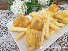 Bocaditos de bacalao con patatas fritas o Fish and chips Fish And Chips, Dairy, Cheese, Food, Chips, Cod, Finger Foods, Essen, Meals