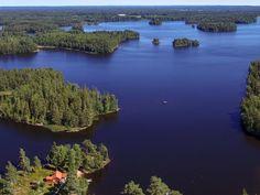 Blick über das Grundstück und den See Nömmen