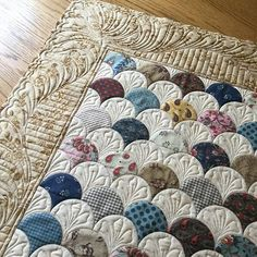 #clamshells quilting is done, woohoo! Hoping to get the binding on this next week... #dancing_with_ike #innovalongarm #freemotionquilting #rulerwork #modafabrics