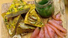 Tortilla, spansk bondeomelett - Tortilla servert med gravlaks og pesto. - Foto: Jathushiga Bridget Rajah / NRK
