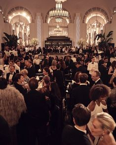 New York Socialites, Nyc Girl, New Years Eve Weddings, Gothic Aesthetic, Old Money, Club Parties, Supper Club, Gossip Girl, Film Photography