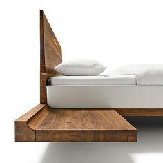 riletto Bett mit Konsolen, die über traditionelle Holzverbindungen befestigt sind