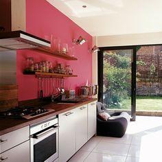 Wandfarbe Ideen Rote Wand In Einer Modernen Küche