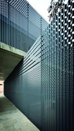 Modelos de valla: verjas residencialles de chapa ciega o perforada.- www.vinuesavallasycercados.com