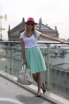 super cute skirt. i love how simple it is!
