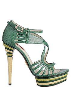 Love at first look beta Hot Shoes, Crazy Shoes, Me Too Shoes, Wedge Shoes, Shoes Heels, Wholesale Fashion Shoes, Shoes Wholesale, Green Heels, Kinds Of Shoes