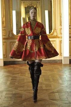 just when a think everything in fashion has been invented, Mcqueen always come to me i tell me: snap out of it beatch!