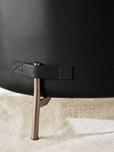 Metal Furniture Legs, My Furniture, Furniture Design, Minotti Furniture, Three Seater Sofa, Metal Texture, Luxury Sofa, Leather Design, My New Room