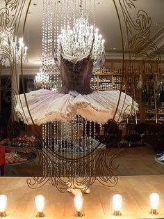 Vitrine of Repetto, Paris Repetto, Foto Poster, Ballet Beautiful, Beautiful Things, Beautiful Paris, Ballet Tutu, Dance Ballet, Ballet Costumes, Dance Costumes