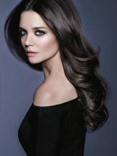 Makeup Tips and Tricks for Women with Dark Hair - Katie Holmes looks perfect here. I love the dark hair and fair skin! Katie Holmes, Trending Hairstyles, Cool Hairstyles, Short Hairstyle, Cabello Color Chocolate, Brown Hair Colors, Hair Colour, Layered Hair, Gorgeous Hair