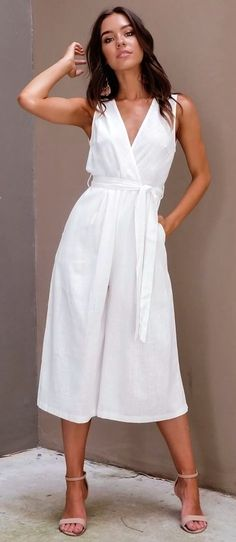 Awesome Spring Outfits To Copy Now woman in white v-neck sleeveless dress. Summer Fashion Trends, Spring Summer Fashion, Spring Outfits, Casual Dresses, Fashion Dresses, Summer Dresses, Off Shoulder Outfits, Summer Chic, Little White Dresses