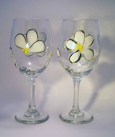 White Daisy Hand Painted Wine Glasses by GlitznGlass on Etsy