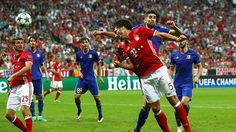 Abwehrstar beim FC Bayern: Mats Hummels (Mi.)