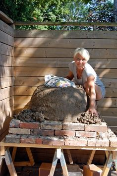 You're here because you're kindda thinking about building a pizza oven but you aren't sure if it's something you can really do. You can! I did. By myself, in a few weekends. Follow this tutorial and you'll be on your way to wood oven pizza in no time. Well ... in a few weekends.