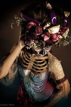 La Calavera de la Catrina by PollyBraun - ....   Is this photoshop or part of the costume? How did they do that?