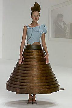 Chalayan Fall 2000 Ready-to-Wear Fashion Show - Natalia Semanova, Hussein… Hussein Chalayan, Lady Gaga, New Look Skirts, Concept Clothing, Fashion Drawing Dresses, Fashion Design Sketches, Fashion Designers, Led Dress, 20th Century Fashion