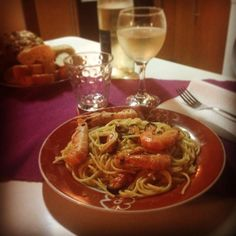 Reef spaghetti with a good white wine ;)