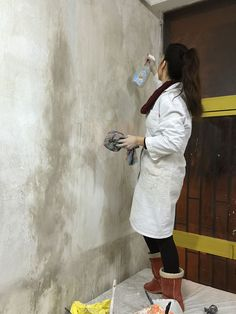 pared pinterest desgastada Diy Wall Painting, Faux Painting, Sponge Painting, Concrete Bathroom, Concrete Wall, Diy Pared, Turquoise Walls, Distressed Walls, Cafe Wall