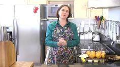 VIDEO: Cocina al Natural: Pastel helado de mango - http://cakedecoratingcoursesonline.com/cake-decorating/video-cocina-al-natural-pastel-helado-de-mango/
