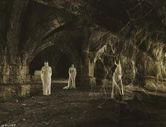 Dracula's Brides in Dracula by Tod Browning, 1931