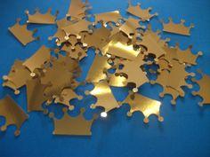 100 coroas de scrapbook 3cm  Lindas coroas douradas, pode ser usadas nas colheres de doce de colher, totem ... use como desejar em convites, lembrancinhas...  Cada pacote contém 50und R$ 10,00