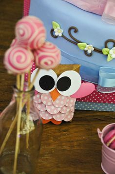 Cake pops at an Owl Party #owl #partycakepops