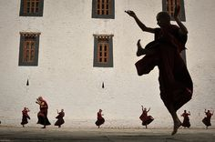 National Geographic magazine / Visions / February 2014 / monks in Bhutan Suki Avatar, Avatar Aang, Avatar The Last Airbender, Team Avatar, National Geographic, We Heart It, Water Tribe, Iroh, Azula