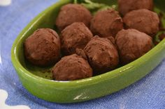 Brigadeiro dulce de chocolate Chocolate Truffles, Chocolates, Cookies, Desserts, Food, Chocolate Candies, Sweet Recipes, Deserts, Brazilian Cuisine