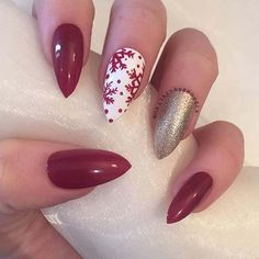 29 Festive Christmas Nail Art Ideas: #7. SNOWFLAKE AND GLITTER NAILS; #christmas; #nailart