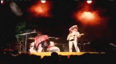 """The Who   My Generation Monterey Pop Festival 1967] HD. :-) pra compensar o Kiss, deixo esta que é só a """"coisa"""" mais delirante já captada em filme. Sorry, Hendrix..."""